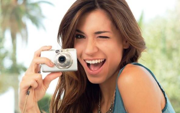 Umfrage: Urlauber bleiben Digitalkamera treu