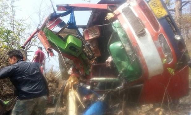 Thailand: Vier Tote und 50 Verletzte bei Busunglück