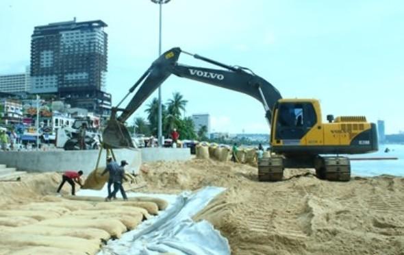 Pattaya: Sandaufschüttung soll Strand und Promenade schützen