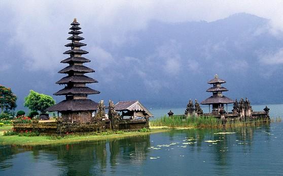 Urlaub in Indonesien: Kloster, Hausboot oder Homestay