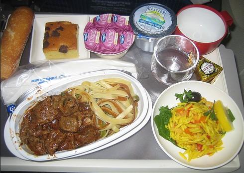 Zwei Drittel der Fluggäste unzufrieden mit Essen an Bord