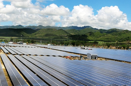 Philippinen: Benigno Aquino III nimmt Solarkraftwerk in Betrieb