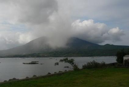 Japan: Vulkan Ontake spuckt riesige Rauchwolken aus