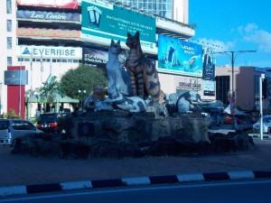 Kuching Katzen-Statuen