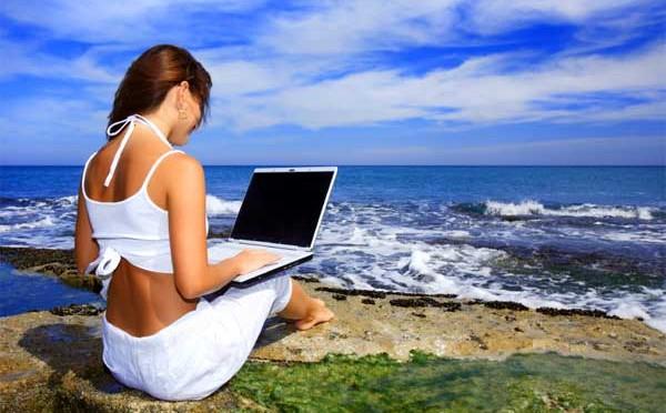 Mehrheit der Berufstätigen im Urlaub erreichbar