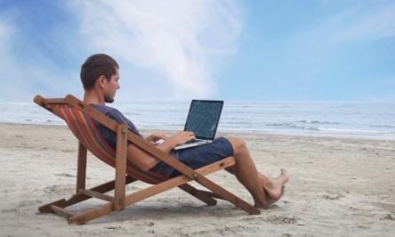 Berufstätige bleiben im Urlaub erreichbar