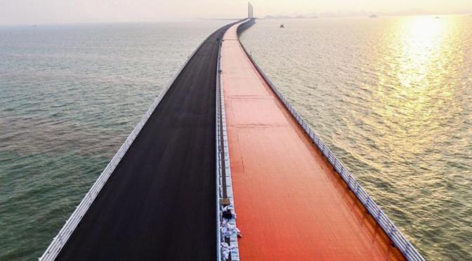 China: Die längste Meeres-Brücke der Welt eröffnet