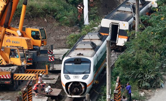 Taiwan: Mehr als 40 Tote bei Zugunglück
